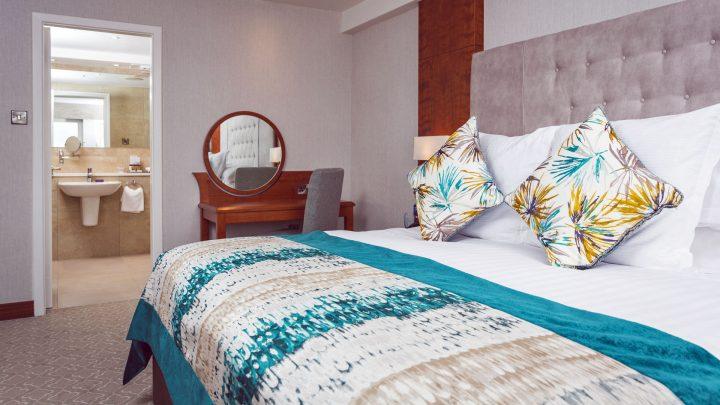 Stormont Hotel bedroom