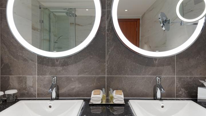 Hilton Hotel Bathroom 2019